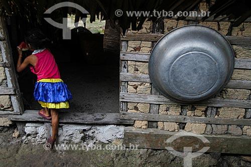 Moradia tipica de ribeirinhos em Maués  - Maués - Amazonas (AM) - Brasil