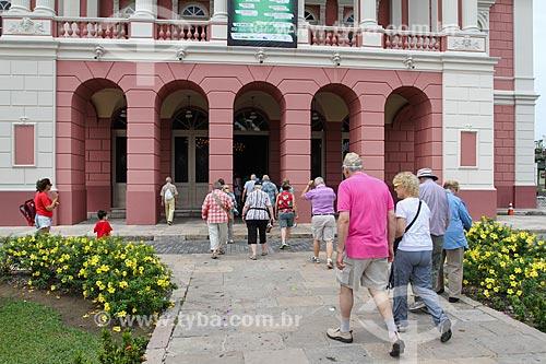 Turistas visitando o Teatro Amazonas  - Manaus - Amazonas (AM) - Brasil