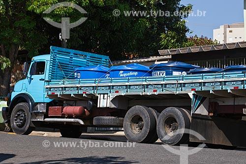 Caminhão transportando caixas dágua na carroceria durante a crise de abastecimento no Sistema Cantareira  - Itu - São Paulo (SP) - Brasil