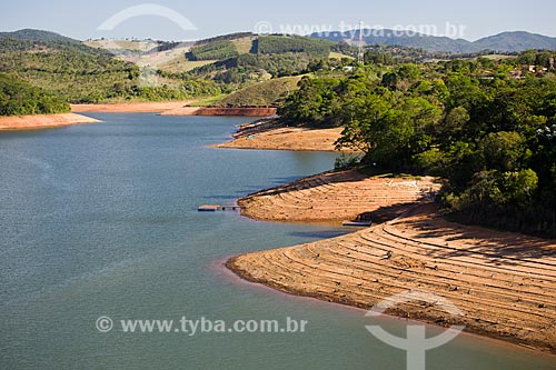 Margens da Represa de Atibainha durante a crise de abastecimento no Sistema Cantareira  - Piracaia - São Paulo (SP) - Brasil