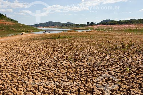 Solo rachado na Represa Jaguari durante a crise de abastecimento no Sistema Cantareira  - Vargem - São Paulo (SP) - Brasil