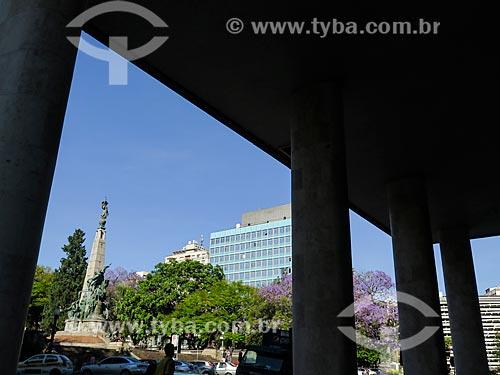 Vista do monumento a Júlio de Castilhos na Praça da Matriz  - Porto Alegre - Rio Grande do Sul (RS) - Brasil
