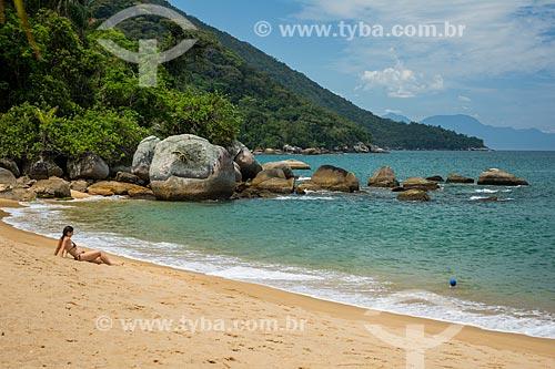 Banhista tomando sol na Praia Grande de Palmas  - Angra dos Reis - Rio de Janeiro (RJ) - Brasil