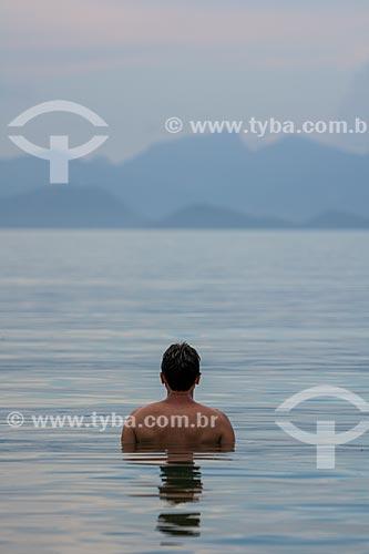 Banhista na Praia do Pouso  - Angra dos Reis - Rio de Janeiro (RJ) - Brasil