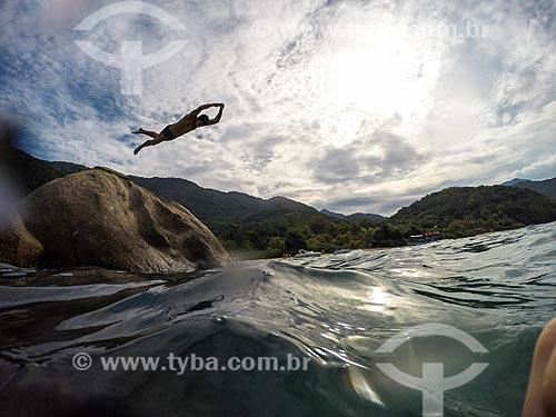 Banhista mergulhando na Praia de Camiranga  - Angra dos Reis - Rio de Janeiro (RJ) - Brasil