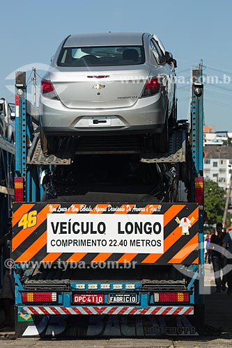 Caminhão cegonha transportando carros na Avenida Brasil  - Rio de Janeiro - Rio de Janeiro (RJ) - Brasil