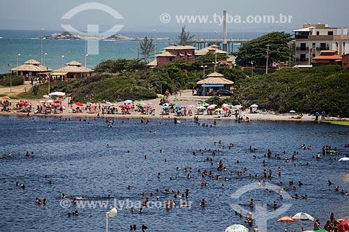 Banhistas na Lagoa do Iriri - também conhecida como Lagoa da Coca-Cola  - Rio das Ostras - Rio de Janeiro (RJ) - Brasil