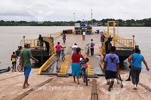 Travessia de balsa no Rio Paracauari  - Soure - Pará (PA) - Brasil