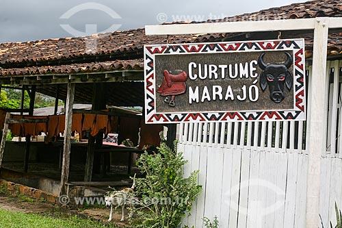 Entrada do Curtume Marajó - curtume e loja de artigos em couro de búfalo  - Soure - Pará (PA) - Brasil
