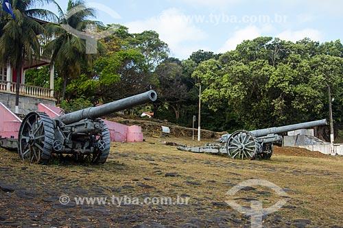 Canhões na frente do Palácio de São Miguel (1948) - sede administrativa do Arquipélago de Fernando de Noronha  - Fernando de Noronha - Pernambuco (PE) - Brasil