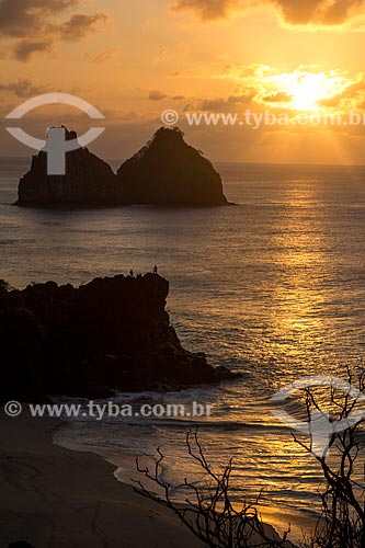Pôr do sol no Mirante do Boldró com os Morro Dois Irmãos ao fundo  - Fernando de Noronha - Pernambuco (PE) - Brasil