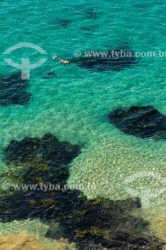 Pessoa mergulhando na Praia do Sancho  - Fernando de Noronha - Pernambuco (PE) - Brasil