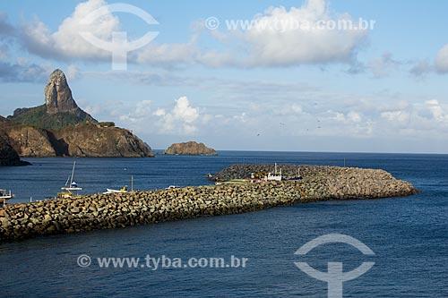 Porto de Santo Antônio com o Morro do Pico ao fundo  - Fernando de Noronha - Pernambuco (PE) - Brasil