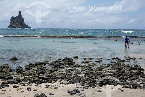 Piscina natural na Praia da Atalaia com a Ilha do Frade ao fundo  - Fernando de Noronha - Pernambuco (PE) - Brasil