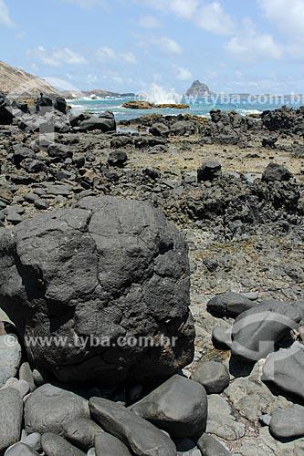 Detalhe de rocha vulcânica na Enseada da Caieira durante a Trilha do Atalaia  - Fernando de Noronha - Pernambuco (PE) - Brasil
