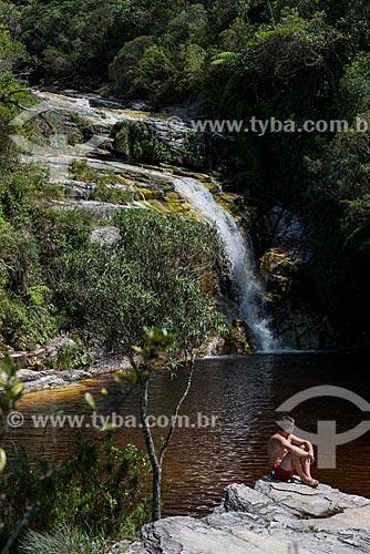 Homem tomando sol na Cachoeira dos Macacos  - Lima Duarte - Minas Gerais (MG) - Brasil
