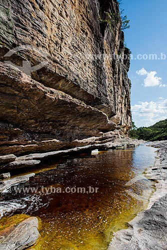 Rio Preto sob o Paredão de Santo Antônio no Parque Estadual do Ibitipoca  - Lima Duarte - Minas Gerais (MG) - Brasil