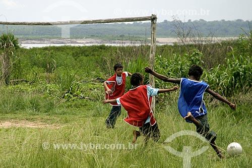 Meninos brincado próximo à Cachoeira de Teotônio - área submersa durante a construção da Usina Hidrelétrica de Santo Antônio  - Porto Velho - Rondônia (RO) - Brasil