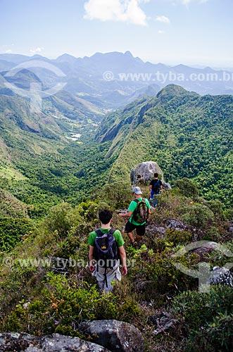 Homens na trilha do Pico do Glória no Parque Nacional da Serra dos Órgãos  - Teresópolis - Rio de Janeiro (RJ) - Brasil