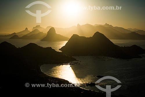 Vista do pôr do sol no Rio de Janeiro a partir do Parque da Cidade de Niterói  - Niterói - Rio de Janeiro (RJ) - Brasil