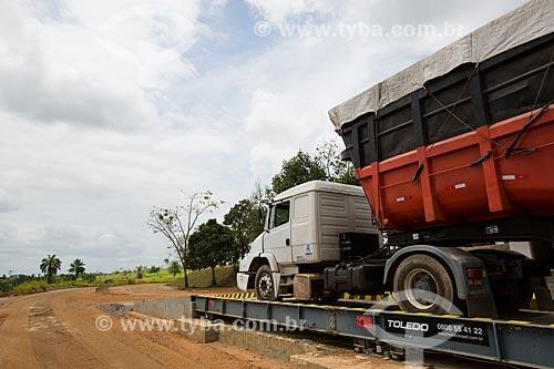 Balança para caminhões na Rodovia BR-324 - próximo ao município de São Sebastião do Passé  - São Sebastião do Passé - Bahia (BA) - Brasil