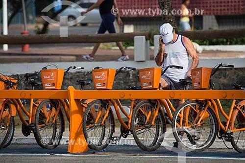 Estação de bicicletas públicas - para aluguel - na orla da Praia da Pituba  - Salvador - Bahia (BA) - Brasil