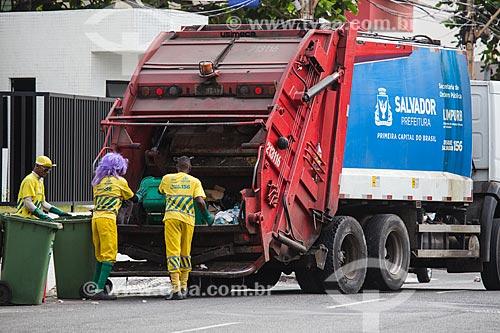 Garis da LIMPURB - empresa de limpeza urbana da cidade de Salvador - na Rua São Paulo  - Salvador - Bahia (BA) - Brasil