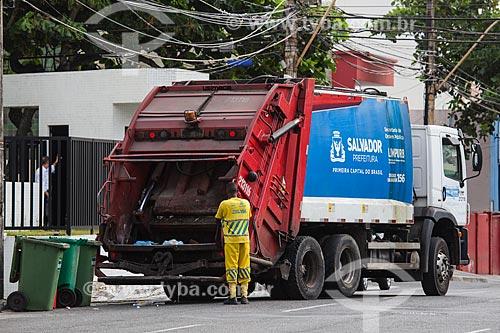 Gari da LIMPURB - empresa de limpeza urbana da cidade de Salvador - na Rua São Paulo  - Salvador - Bahia (BA) - Brasil