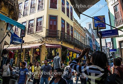 Lojas na esquina da Rua da Alfândega com a Rua Regente Feijó no SAARA (Sociedade de Amigos das Adjacências da Rua da Alfândega)  - Rio de Janeiro - Rio de Janeiro (RJ) - Brasil