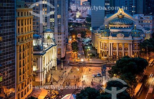 Vista da Cinelândia com a Câmara Municipal do Rio de Janeiro e o Theatro Municipal do Rio de Janeiro (1909) ao fundo  - Rio de Janeiro - Rio de Janeiro (RJ) - Brasil