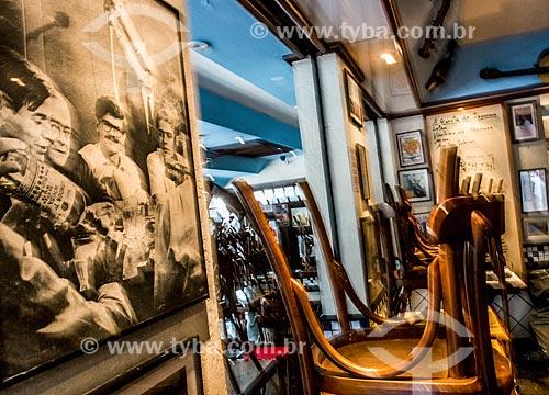 Fotografia de Tom Jobim, Vinícius de Moraes, Dori Caymmi e Chico Buarque na entrada do Bar Garota de Ipanema  - Rio de Janeiro - Rio de Janeiro (RJ) - Brasil