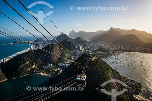 Bondinho fazendo a travessia entre o Morro da Urca e o Pão de Açúcar  - Rio de Janeiro - Rio de Janeiro (RJ) - Brasil