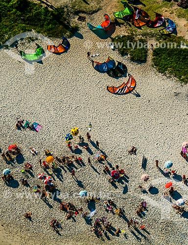 Foto aérea de banhistas e kitesurfs na Praia da Barra da Tijuca  - Rio de Janeiro - Rio de Janeiro (RJ) - Brasil
