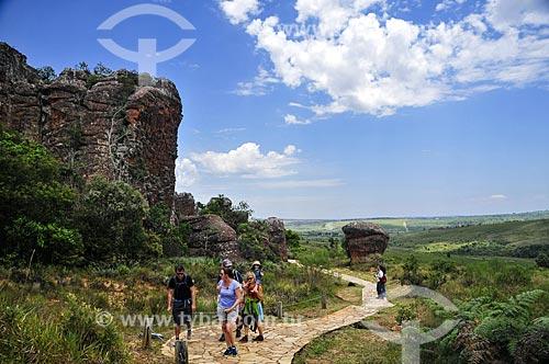 Trilha entre as formações de arenito do Parque Estadual de Vila Velha  - Ponta Grossa - Paraná (PR) - Brasil