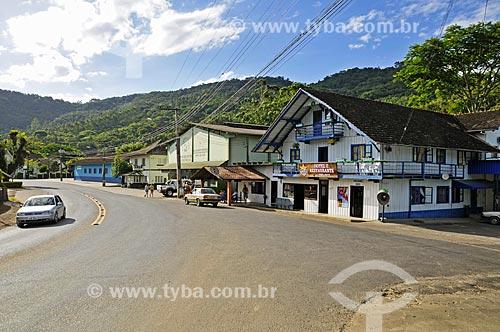 Estabelecimentos comerciais construídos em tábuas de madeira  - Benedito Novo - Santa Catarina (SC) - Brasil