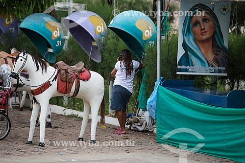 Cavalo artesanais usados para fotografias de recordação na Praça dos Romeiros - em frente à Basílica Santuário de Nossa Senhora das Dores  - Juazeiro do Norte - Ceará (CE) - Brasil