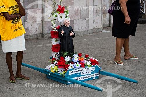 Andor com imagem de Padre Cícero na Praça dos Romeiros - em frente à Basílica Santuário de Nossa Senhora das Dores  - Juazeiro do Norte - Ceará (CE) - Brasil