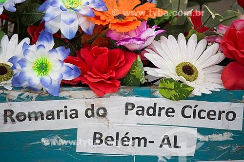 Detalhe de andor com a imagem de Padre Cícero na Praça dos Romeiros - em frente à Basílica Santuário de Nossa Senhora das Dores  - Juazeiro do Norte - Ceará (CE) - Brasil