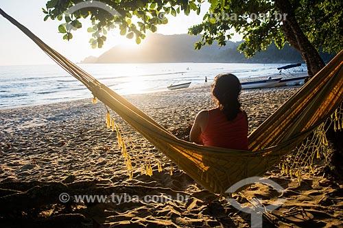Mulher em rede na Praia do Sono  - Paraty - Rio de Janeiro (RJ) - Brasil