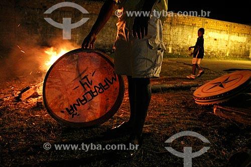 Afinação do pandeirão do grupo Maracanã de Bumba meu boi para apresentação durante a festa de São João  - São Luís - Maranhão (MA) - Brasil