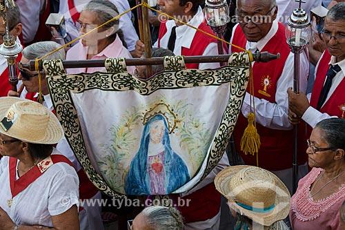 Estandarte com a imagem de Nossa Senhora das Dores durante a romaria de Nossa Senhora das Candeias  - Juazeiro do Norte - Ceará (CE) - Brasil