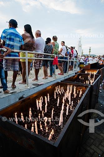 Velas acessas durante a Romaria de Nossa Senhora das Candeias próximo à Capela Nossa Senhora do Perpétuo Socorro  - Juazeiro do Norte - Ceará (CE) - Brasil