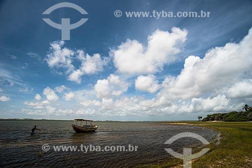 Barco na Lagoa do Santo Amaro - Parque Nacional dos Lençóis Maranhenses  - Santo Amaro do Maranhão - Maranhão (MA) - Brasil