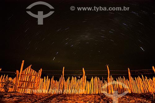 Vista de rastros de estrelas a partir da Vila de Queimada dos Britos no Parque Nacional dos Lençóis Maranhenses  - Santo Amaro do Maranhão - Maranhão (MA) - Brasil