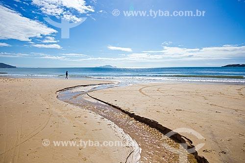 Curso dágua na Praia dos Ingleses  - Florianópolis - Santa Catarina (SC) - Brasil