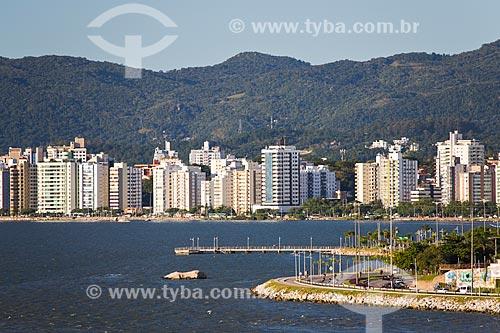 Vista da Avenida Governador Irineu Bornhausen na orla da ilha de Santa Catarina  - Florianópolis - Santa Catarina (SC) - Brasil