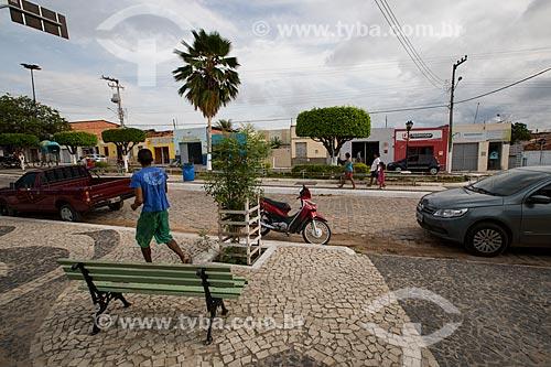 Veículos estacionados na Rua Jeremias Pereira  - Nova Olinda - Ceará (CE) - Brasil
