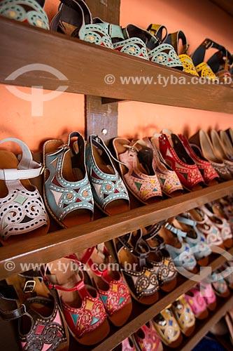 Sandálias artesanais à venda - feitas em couro pelo artesão Espedito Seleiro  - Nova Olinda - Ceará (CE) - Brasil