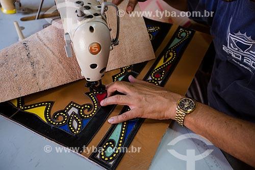 Produção de artesanto em couro na oficina do artesão Espedito Seleiro  - Nova Olinda - Ceará (CE) - Brasil