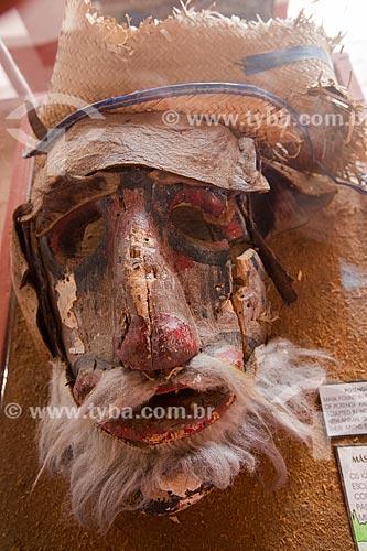 Máscara de Potengi - os Tapuya Kariri usavam máscaras de madeira decoradas com pele animal para personalizar seus mitos e seus rituais festivos  - em exposição na Fundação Casa Grande - Memorial do Homem Kariri  - Nova Olinda - Ceará (CE) - Brasil